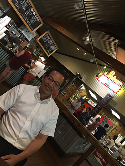 米国テキサス州オースチンの半導体会社へ営業時BBQハウスにてランチ